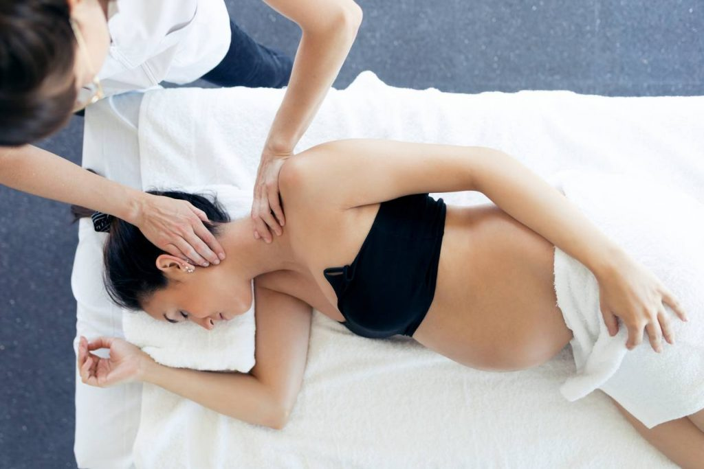 Consulter un ostéopathe pendant la grossesse