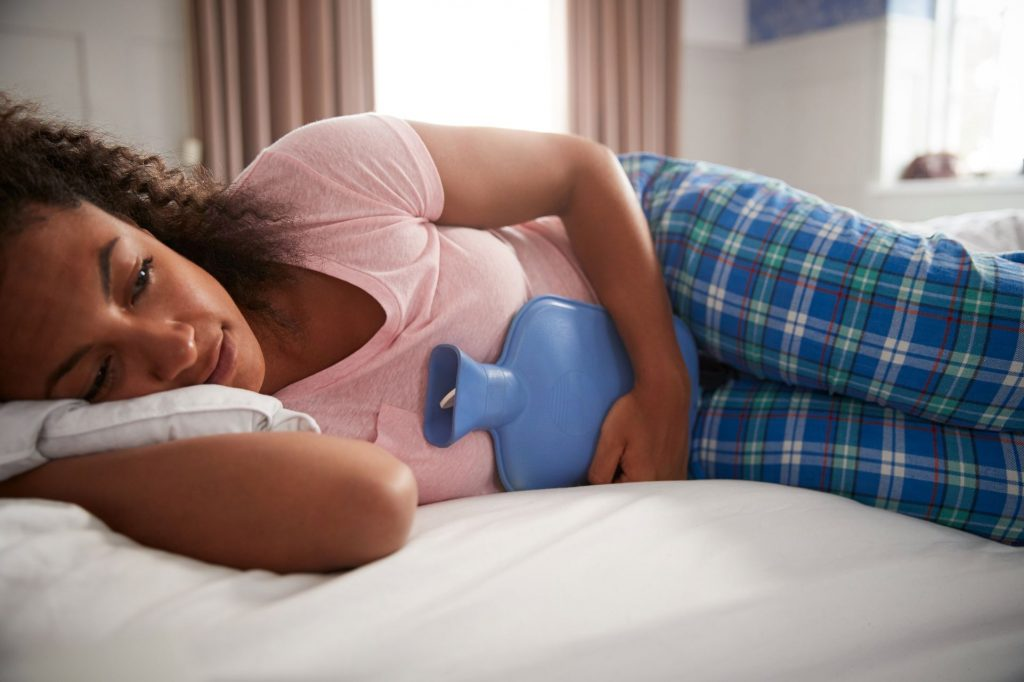 La phase menstruelle qui dure en moyenne 3 à 7 jours et dont la constante peut varier avec des règles plus ou moins abondantes.