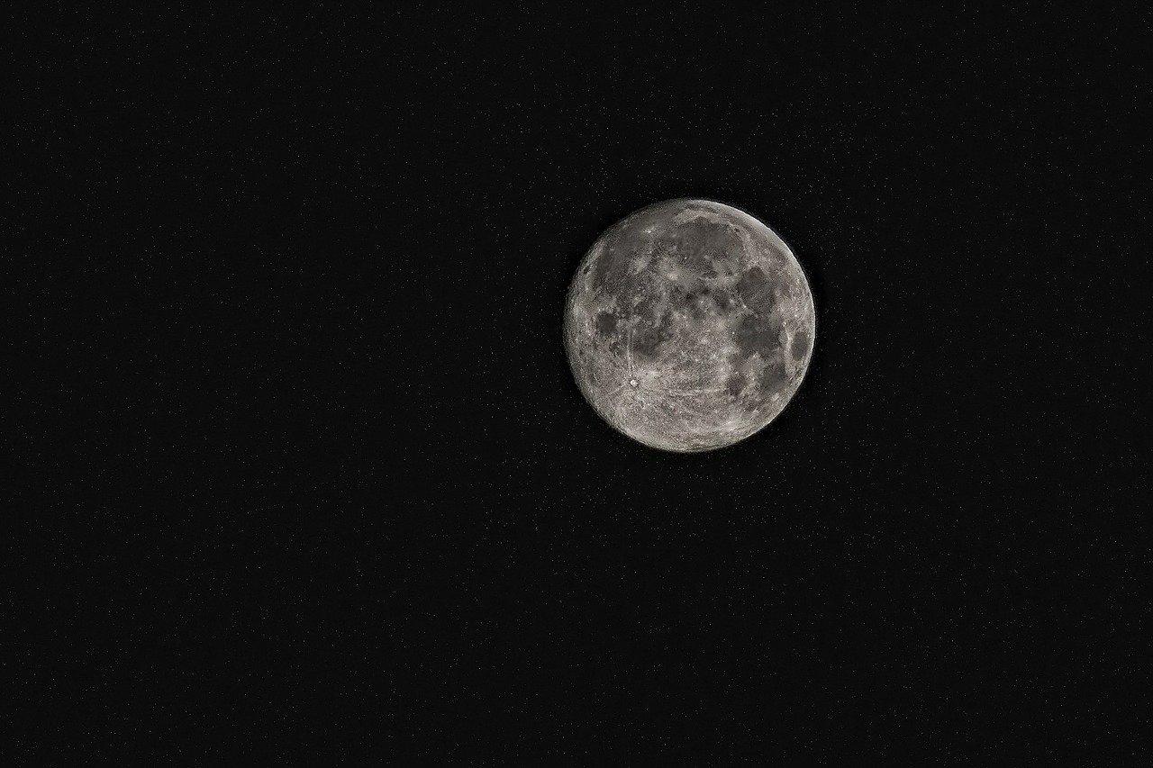 Il est scientifiquement prouvé que la pleine lune provoque l'insomnie