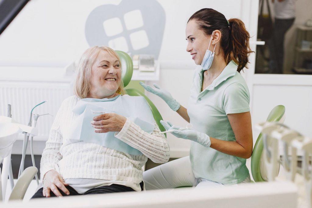 Les appareils dentaires sont utilisés pour positionner les dents de manière à ce qu'elles soient esthétiques et faciles à nettoyer.