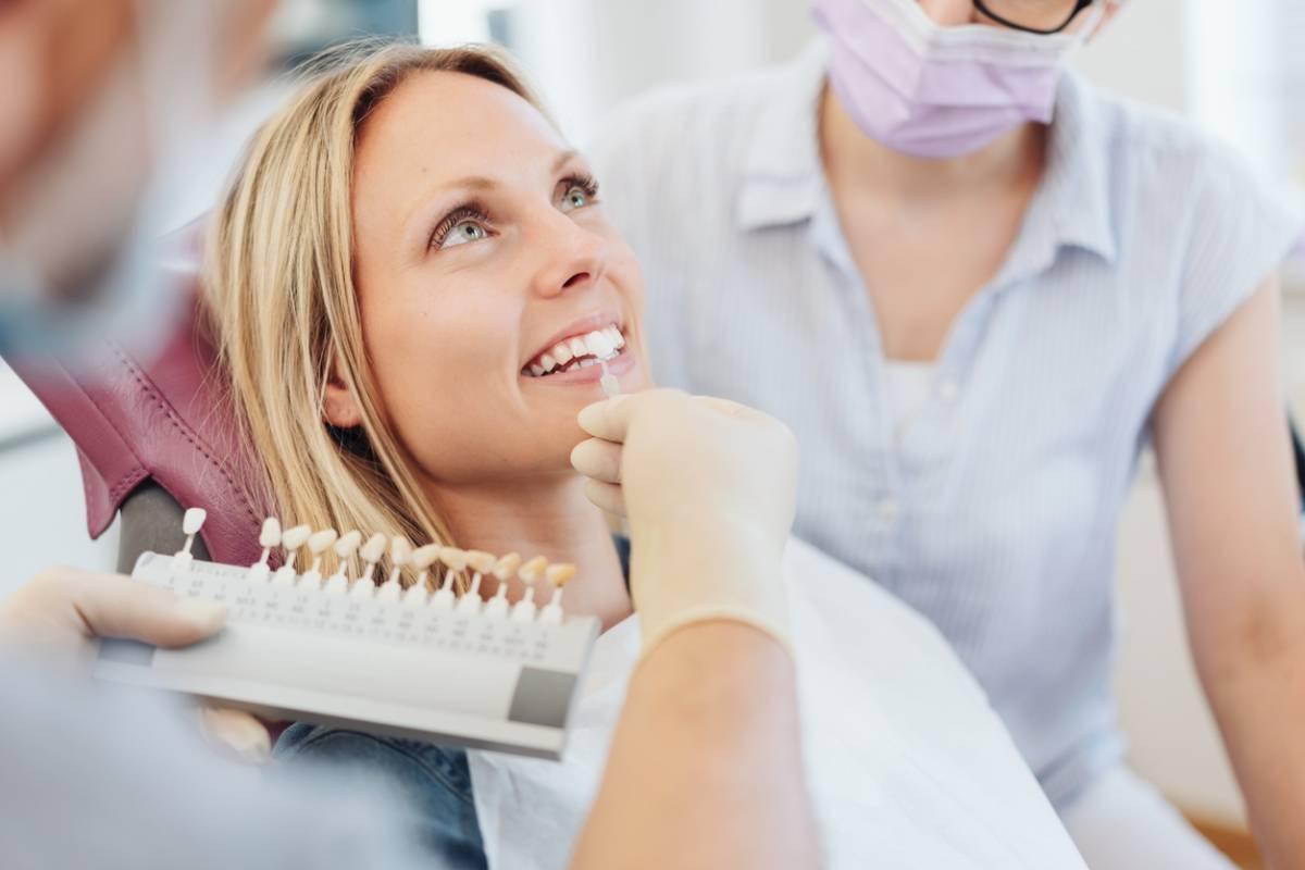 Tout le monde peut-il porter des facettes dentaires ?